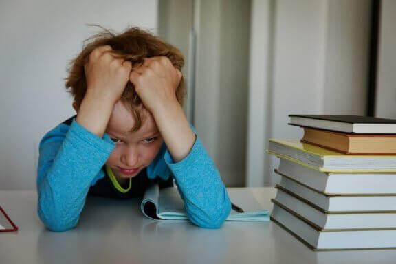 kötü not alma, notu kötü olan çocuklara yaklaşım, kötü not karşısında çocuklara yaklaşım